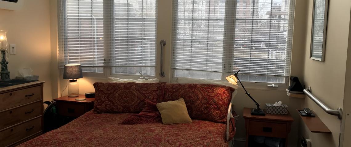 Master bedroom (adjustable bed)
